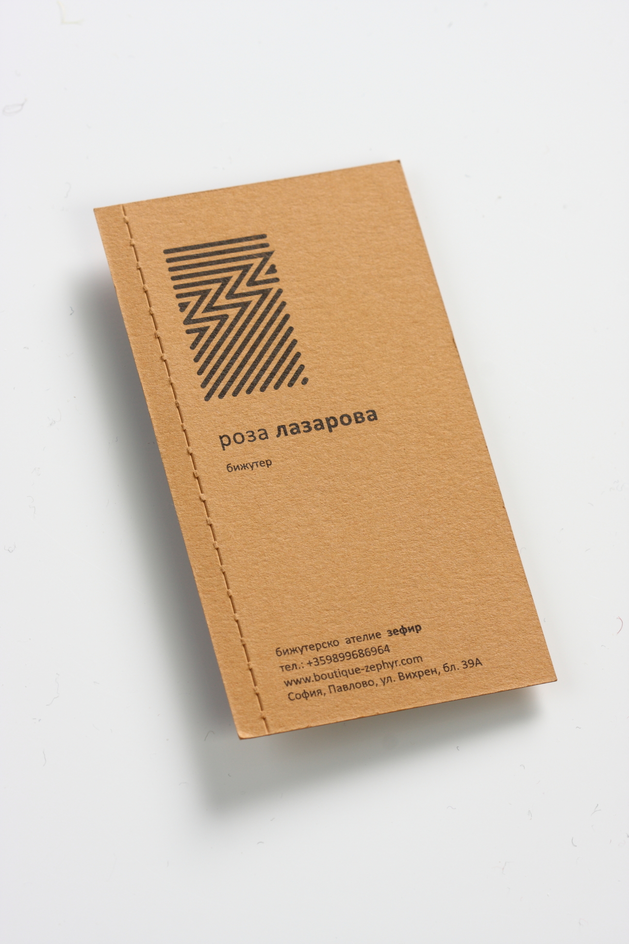 Perforated business card | J Point Plus