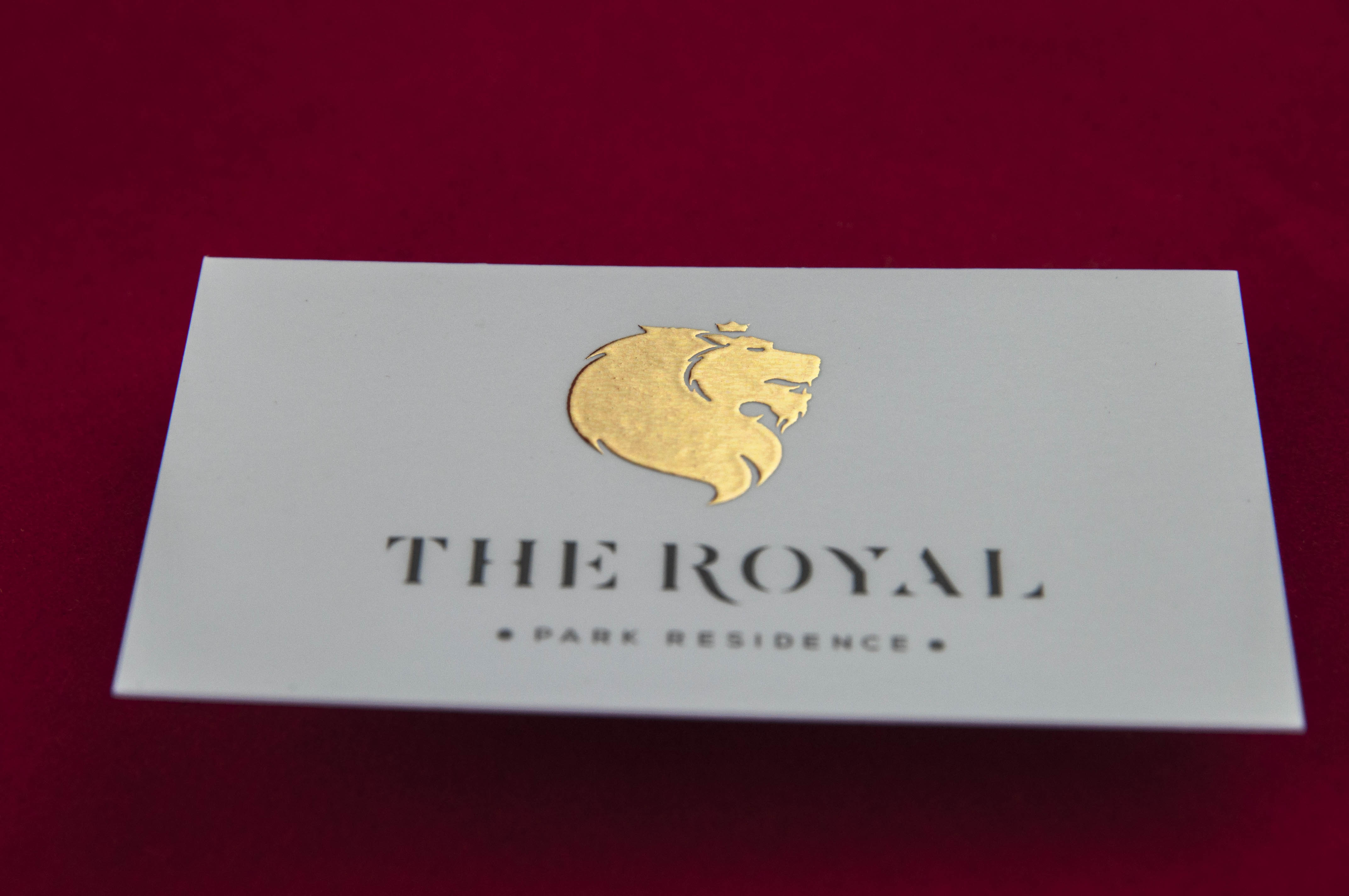 Business card with liquid gold print